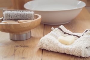 Sigmund Shea Butter Heals cracked feet_Step 3_Rinse and Dry feet